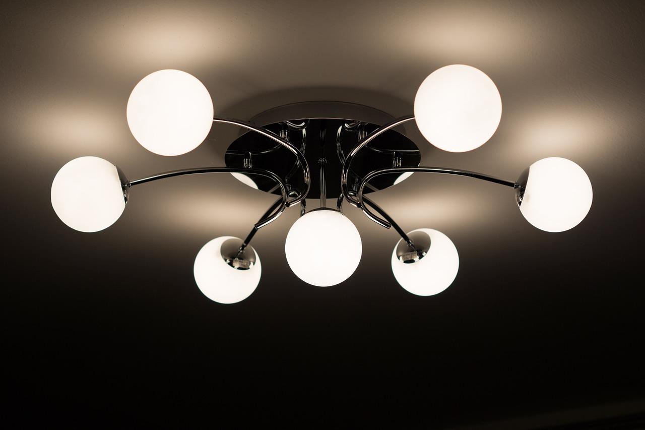 מנורה בצורת כדורים