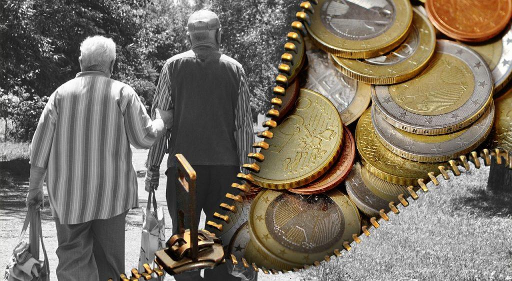 זוג פנסיונרים וכסף