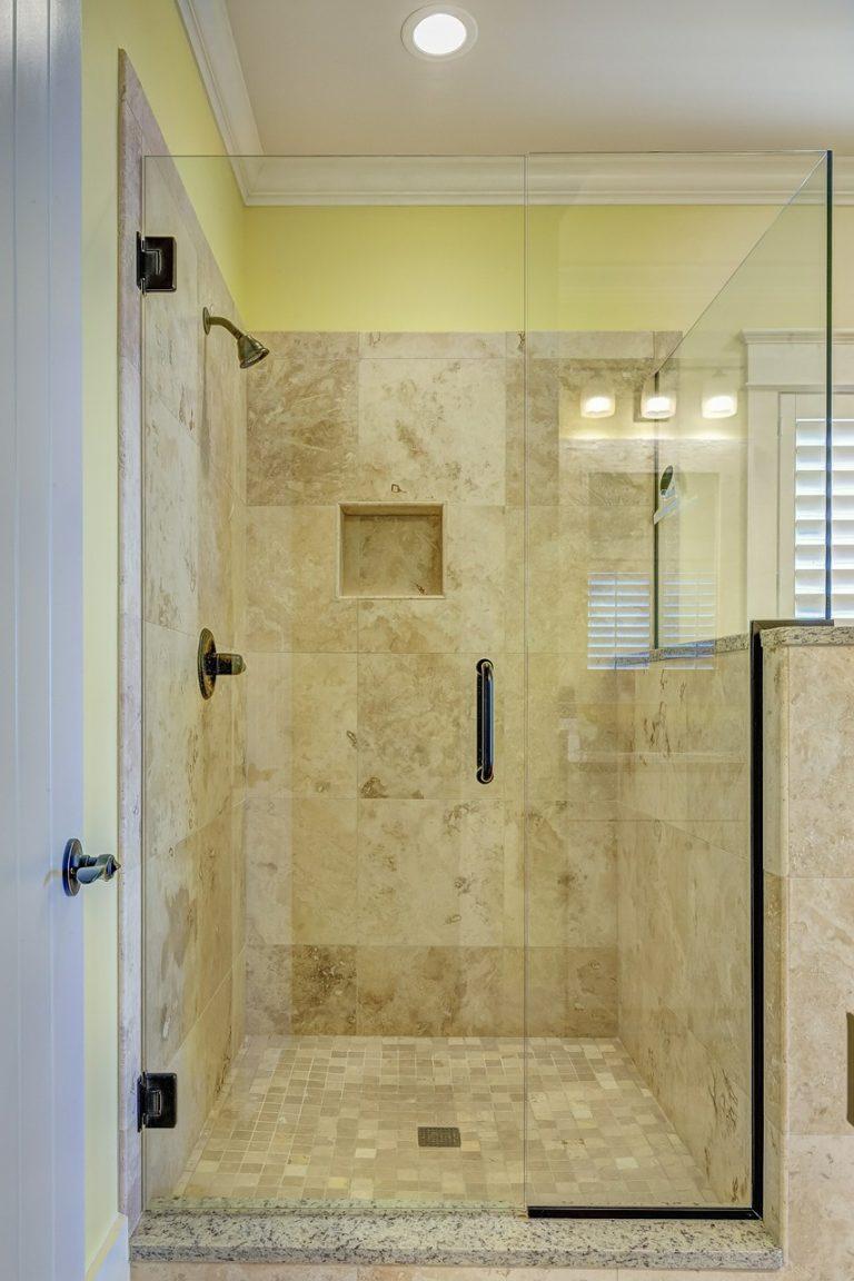 מקלחון שקוף