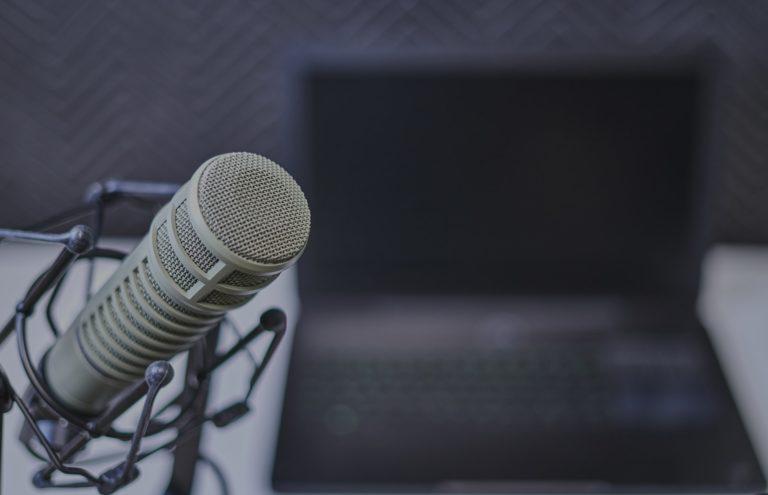 מיקרופון באולפן