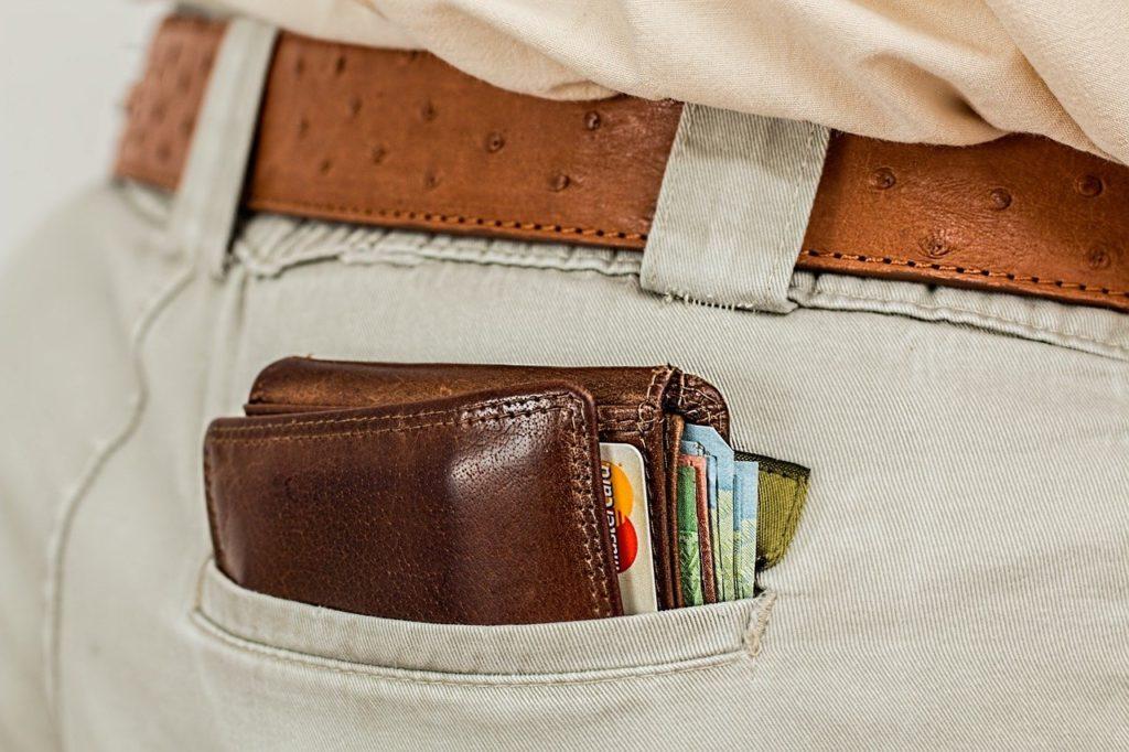 ארנק בכיס האחורי