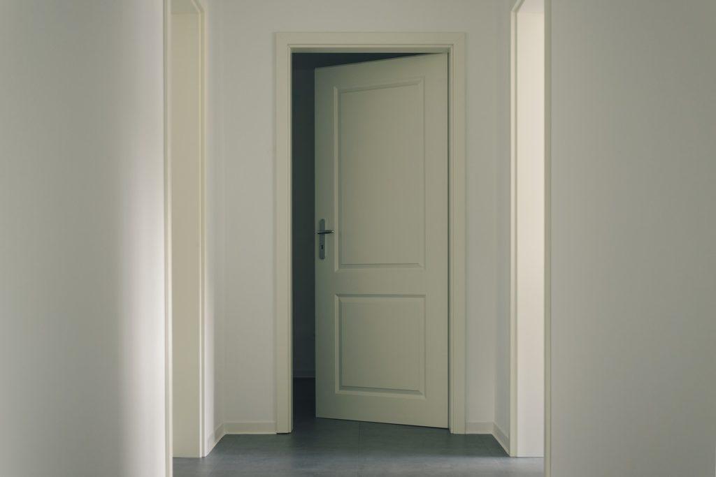 כניסה לחדר